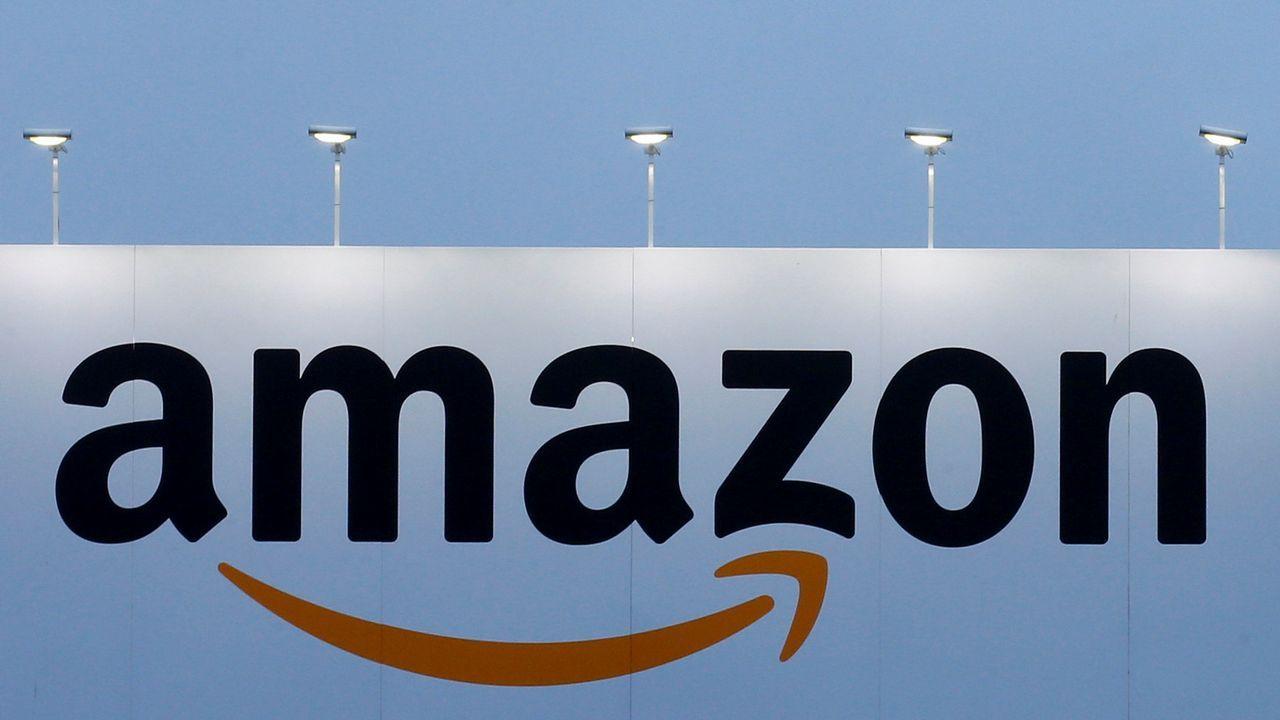 Batacazo histórico en Wall Street.Protesta en Italia en contra del brazalete patentado por Amazon