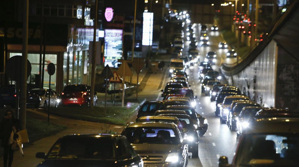 Un automobilista coruñés pasa cada ano 68 horas (case tres días enteiros) mergullado en atascos de tráfico