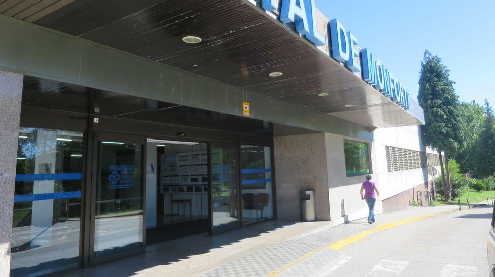 EL VENDEDOR Y EL COMPRADOR. El firmante del manifiesto de la Marea que vendió dos inmuebles al Concello de A Coruña, Toni Lodeiro (de jersey blanco), con el concejal que rubricó la adquisición, Alberto Lema, en unas jornadas sobre comercio local y consumo responsable