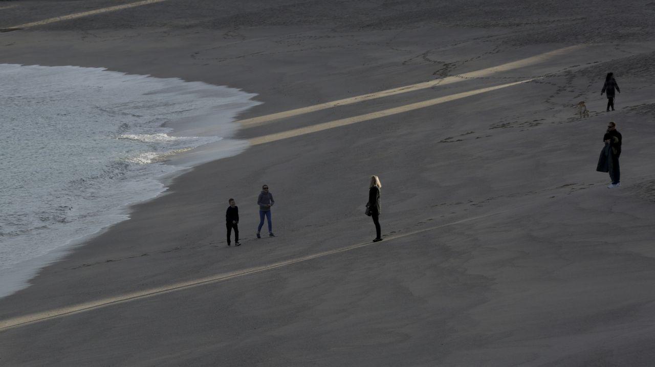 La misión gallega en el CERN.La pendiente y el fuerte oleaje hace de la playa del Orzán un arenal especialmente peligroso