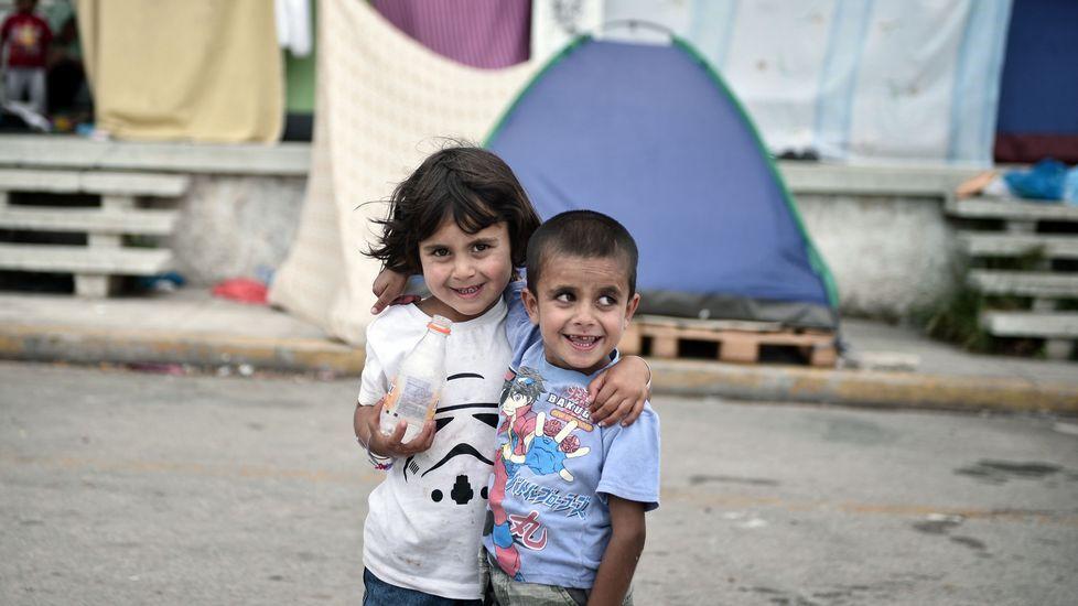 Omran, el niño que sobrevivió al bombardeo en Aleppo.Dos niños refugiados en un campo habilitado en el antigua aeropuerto de Atenas