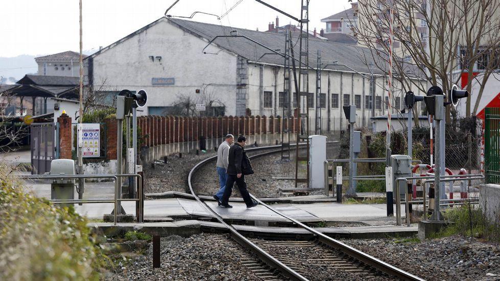 Galicia es la comunidad con mayor cantidad de víctimas en carretera.Imagen de antenas colocadas en tejados del centro de la capital ourensana.