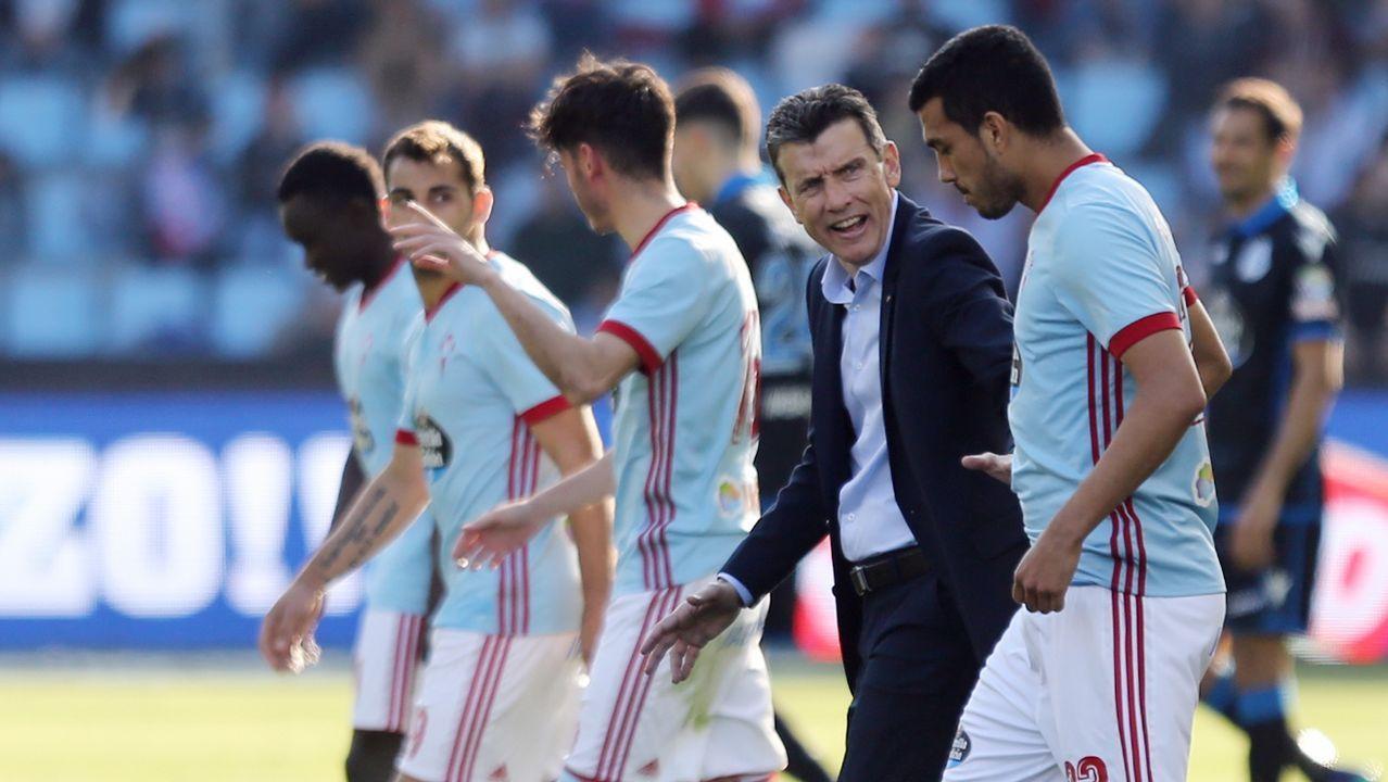Gol Linares Real Oviedo Lorca Carlos Tartiere.Los jugadores del Oviedo celebran con la afición la victoria ante el Lorca