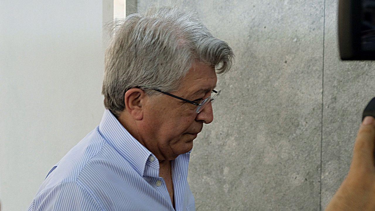 El presidente del Atlético de Madrid, Enrique Cerezo, a su llegada esta mañana a la clínica
