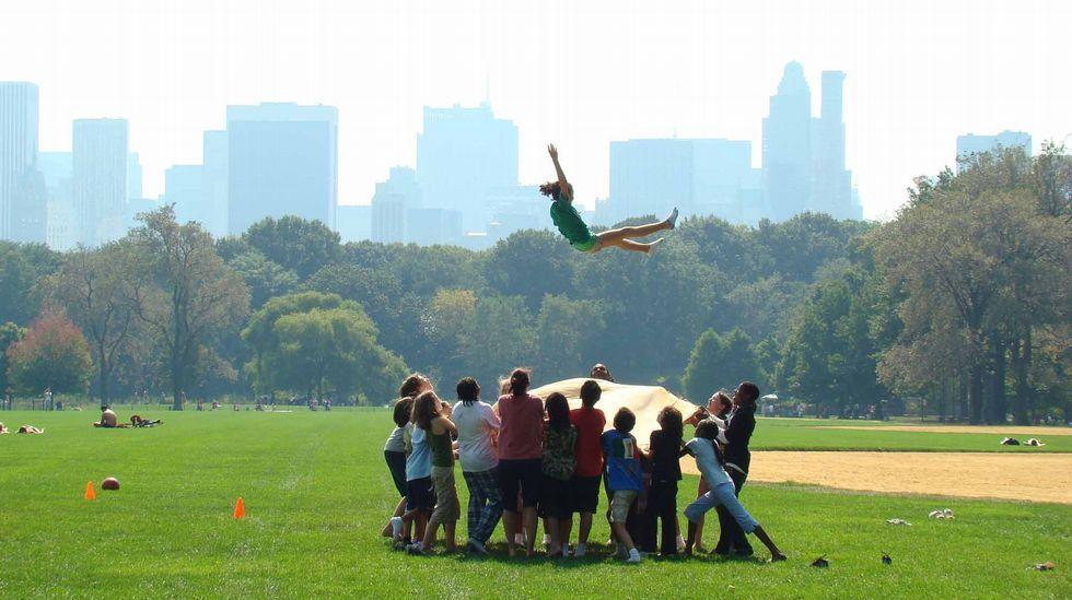 En las Cíes no se ponía coto a nada hasta que se declararon parque natural .Nenos xogando no Central Park de Nova York, un inmenso xardín creado en 1873, o corazón verde do barrio de Manhattan