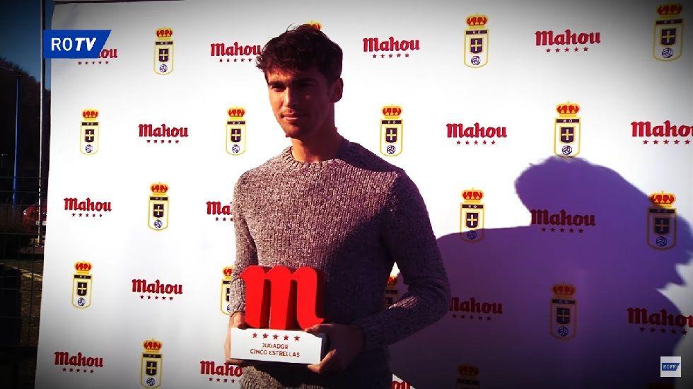 Lucas Torró recibe el premio a Jugador 5 Estrellas de diciembre