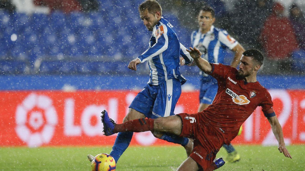 Gol Yoel Barcenas Linares Real Oviedo Reus Carlos Tartiere.Armando Álvarez, ex futbolista del Oviedo