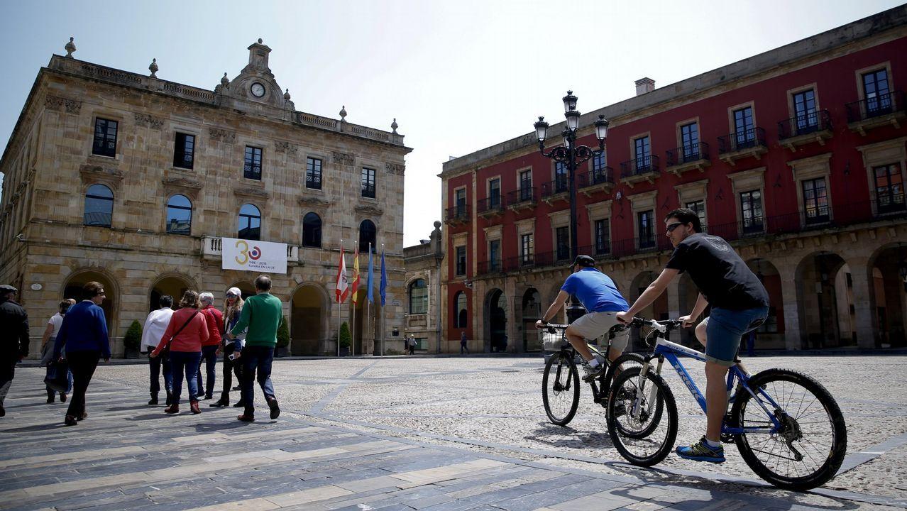 «Los trabayos y los díes de la mina»: un tesoro visual de la historia reciente de Asturias.Plaza del Ayuntamiento en Gijón