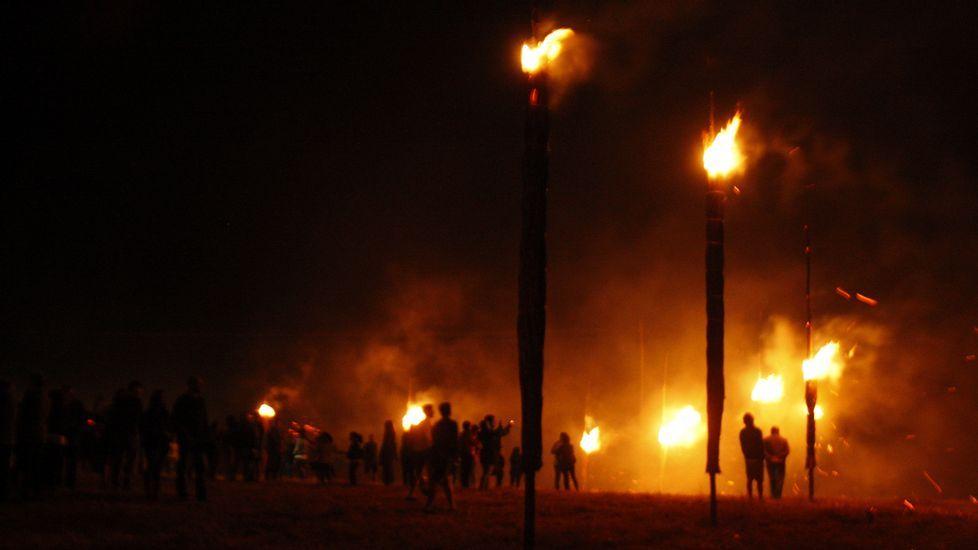 Las fachas ardieron en lo alto del castro de Castelo