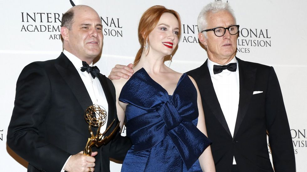 El creado, productor y escritor de «Mad Men» Mathew Weiner, junto a Christina Hendricks y John Slattery.