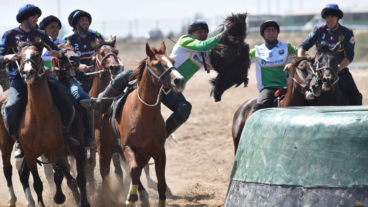 .Carrera de caballos en los Juegos Nómadas que se celebran en Kirguistán