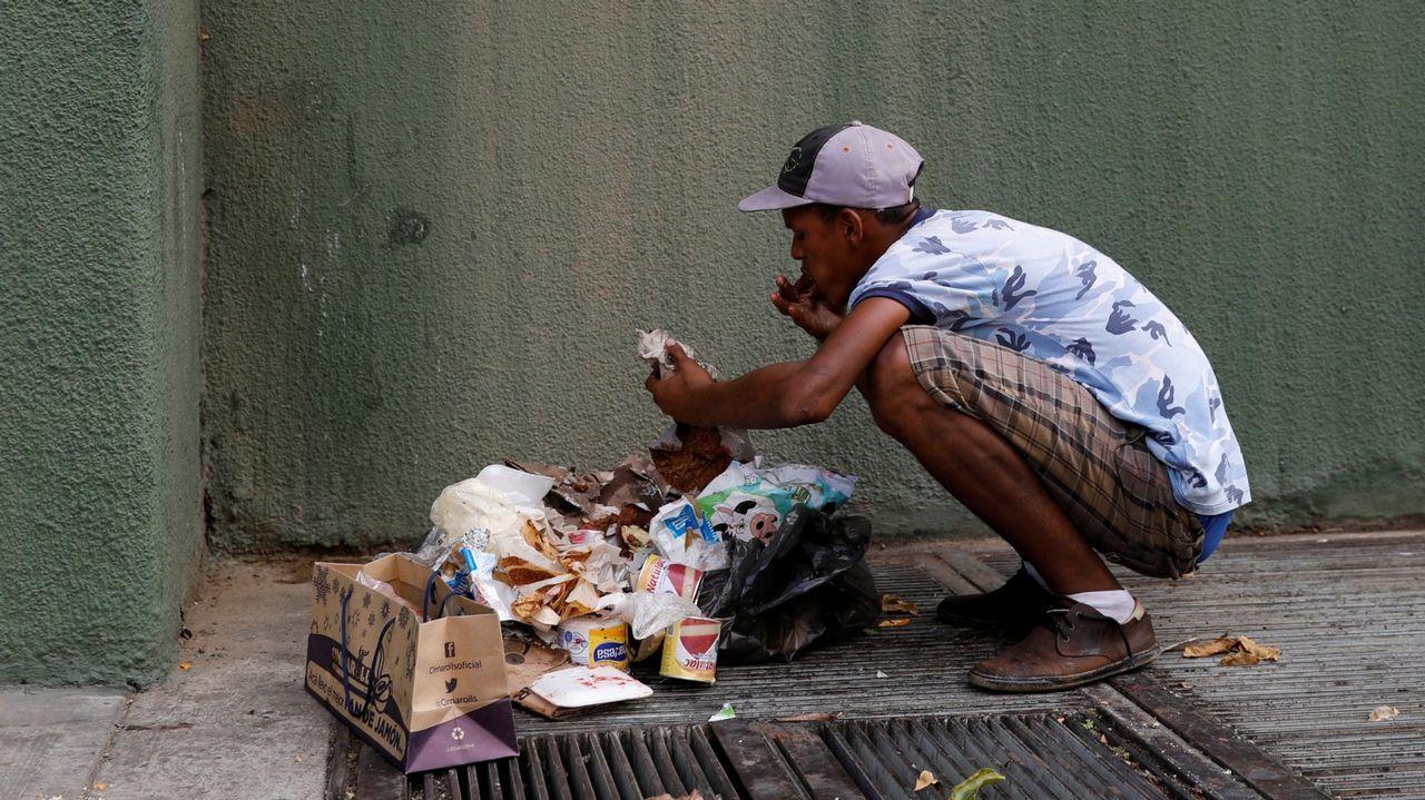 Melendi estrena su nuevo videoclip«Lo que nos merecemos».Un hombre se alimenta de desechos en Caracas