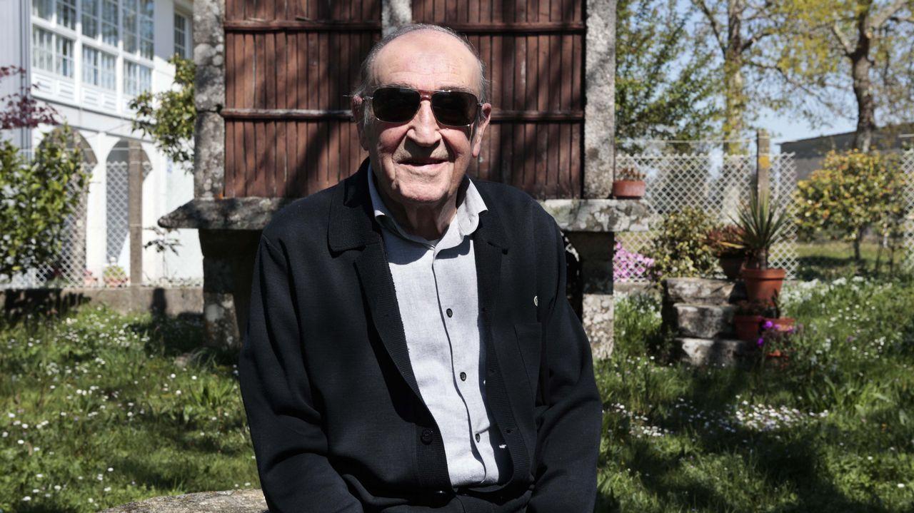 Así son los avistamientos «oficiales» de ovnis en Galicia.José Carlos Mella, en su casa familiar en O Foxo, A Estrada.