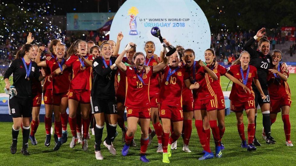 La selección española sub-17 de fútbol femenino celebrando al final del partido haberse proclamado campeona del mundo después de imponerse (2-1) en la final contra México