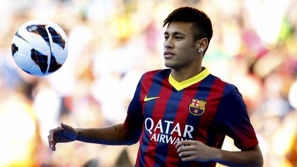 La presentación de Neymar con el Barça, en fotos.Iniesta firma su renovación con el Barça