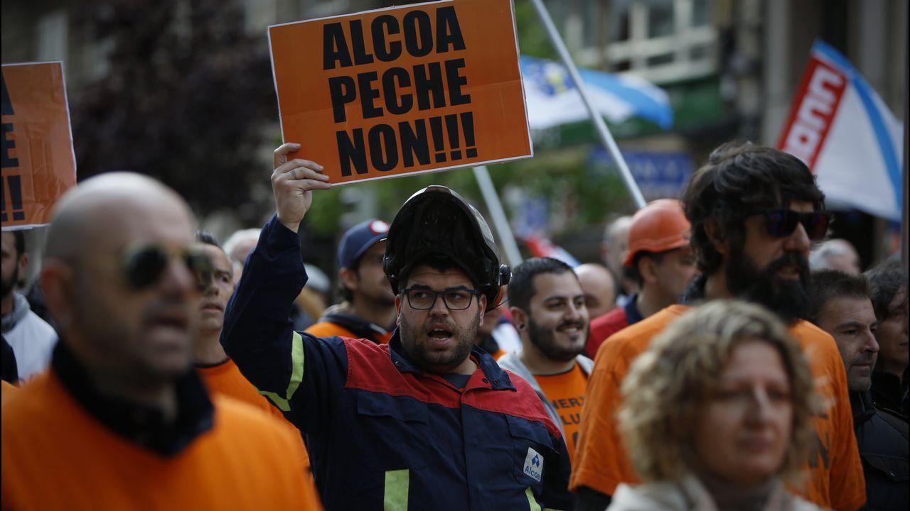 Podemos se vuelca con Alcoa y Arcelor.Los trabajadores de Alcoa en A Coruña reunieron a centenares de personas en su manifestación del viernes por la ciudad