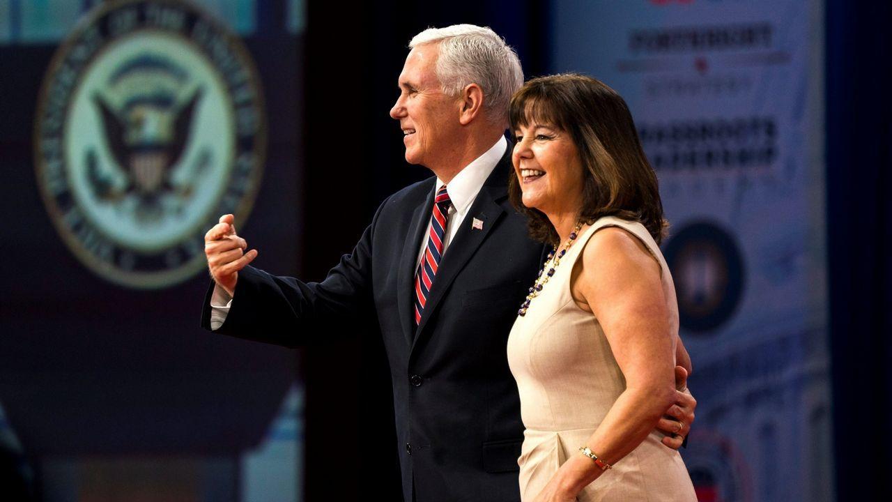 Mike Pence y su mujer, Karen Pence, en una imagen de archivo