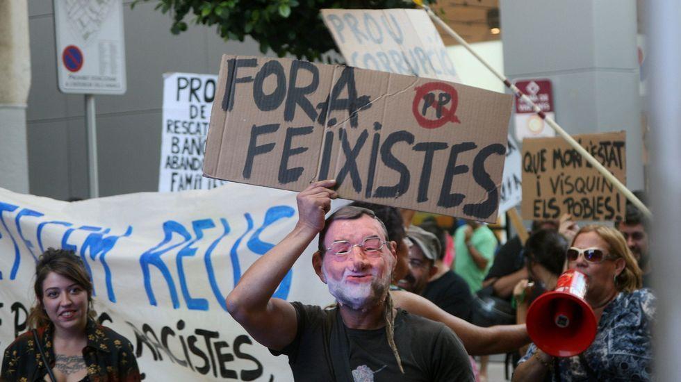Rajoy, recibido con abucheos y gritos de «independencia» en Reus.García-Margallo y el candidato Oriol Junqueras mantendrán hoy un atípico debate sobre la expulsión de la UE si Cataluña se independizara.