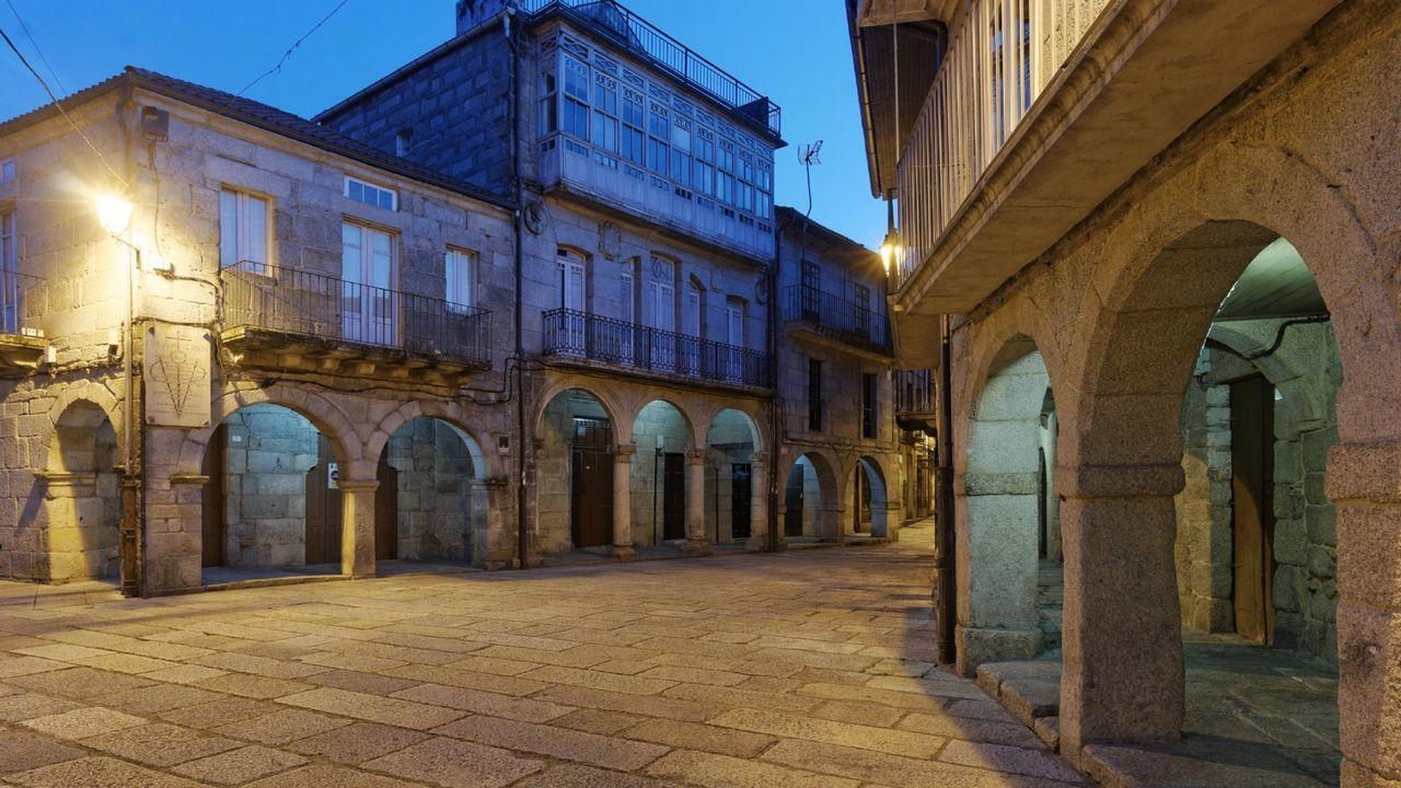 La expresidenta de las Cortes de Castilla y León, que ha dejado el PP, Silvia Clemente, junto al secretario general de C's, José Manuel Villegas, ha anunciado que concurrirá a las primarias de este partido.