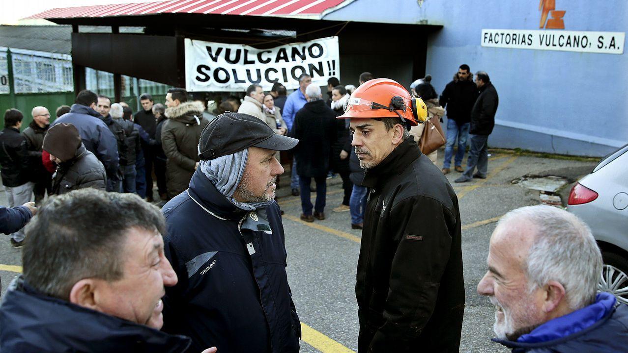 Profesor Profesora interino interinos.Docentes durante la manifestación en Oviedo