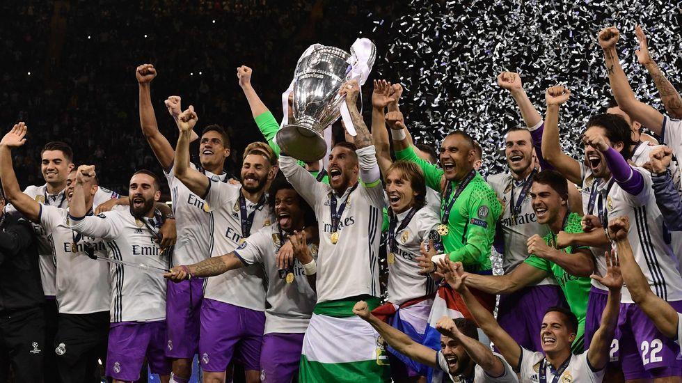 La final de la Champions, en imágenes.Bufanda de Real Oviedo WFC en el Millennium Stadium de Cardiff