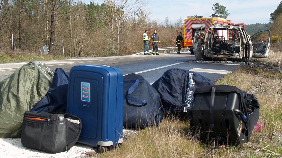 Al viajante le dio tiempo de sacar todas las muestras que llevaba en el coche antes de que las llamas lo calcinasen por completo
