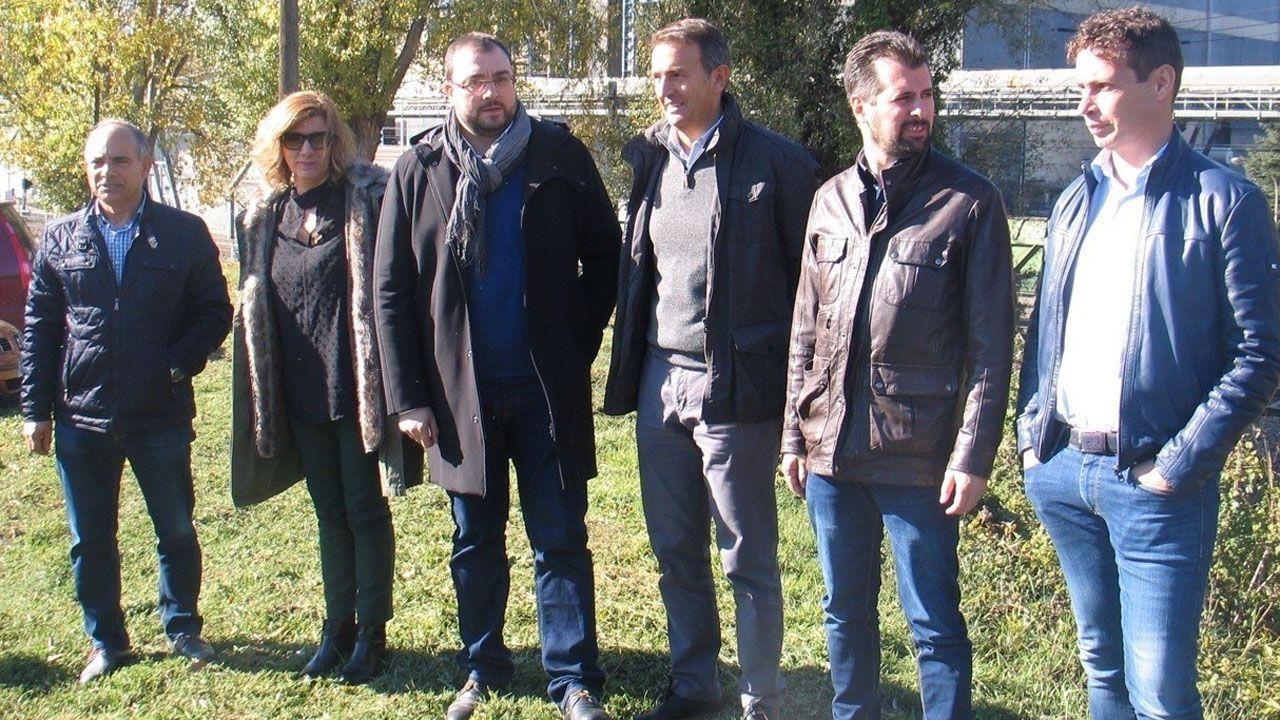 Javier Fernández, Alberto Núñez Feijóo y Pablo Junceda, con Castropol al fondo.Cumbre socialista en León