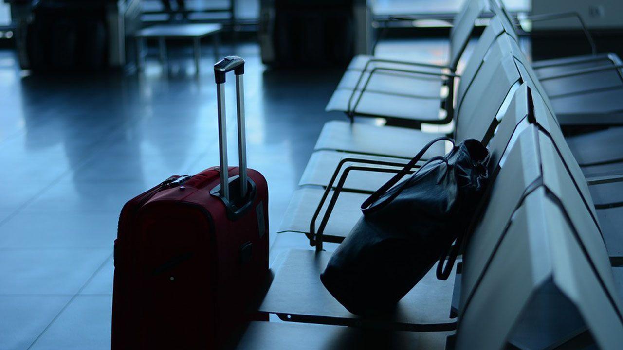Contaminación en Gijón.Maletas en el aeropuerto