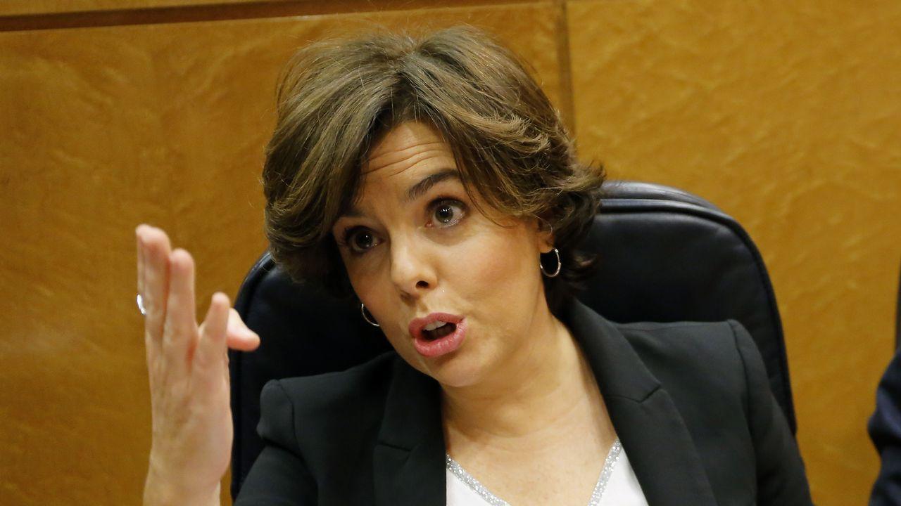 Torrent suspende la investidura de Puigdemont «hasta que pueda celebrarse un debate con garantías».Montoro conversa con el portavoz del PNV en el Congreso, Aitor Esteban, partido que apoyó al PP