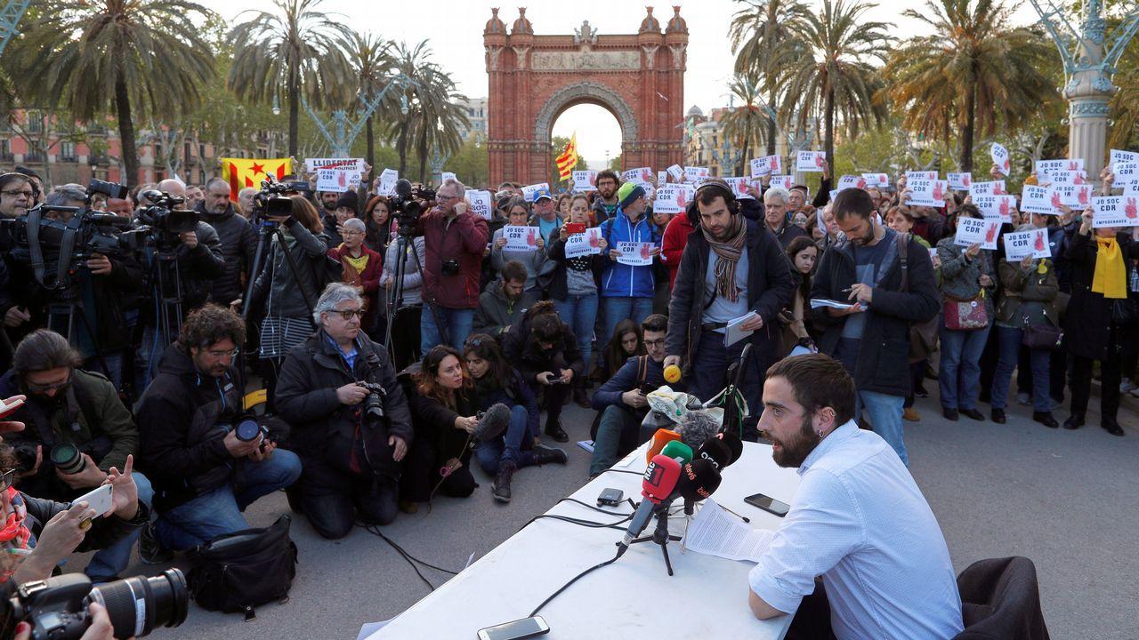 Los policías forales reconocen «una paliza» en Alsasua y el dueño del bar niega la agresión.Un grupo de estudiantes de la Universidad Rey Juan Carlos, protestan tras las supuestas irregularidades del máster en Derecho Público del Estado Autonómico que obtuvo la presidenta de la Comunidad de Madrid, Cristina Cifuentes