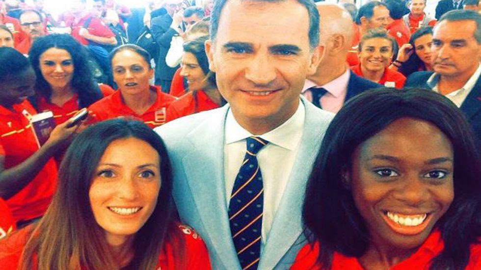 La comarca de los Oscos, Pueblo Ejemplar 2016.Estela García (izquierda), junto al Rey Felipe VI y la atleta Aauri Bokesa.