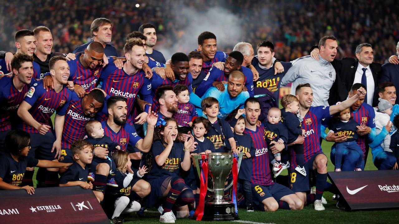 El Barcelona celebra la liga.Núria de Gispert, presidiendo un pleno del Parlamento catalán