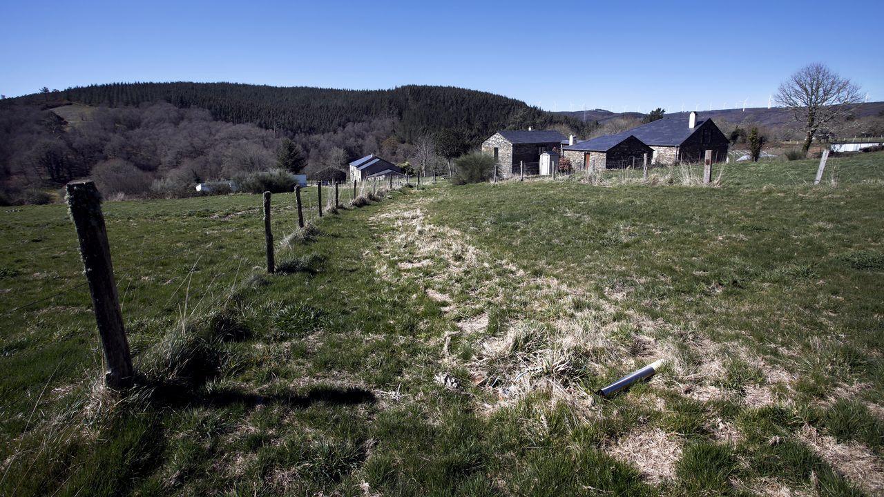 La aldea etnográfica de Carelle, en Muras, está cerrada tras haberse restaurado para usos turísticos.Incendio en Pambre