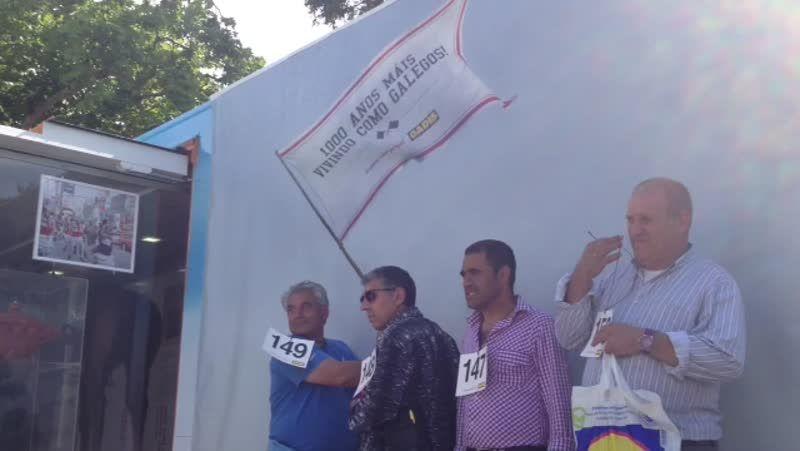 Campaña de «Vivamos como galegos» en la Alameda compostelana