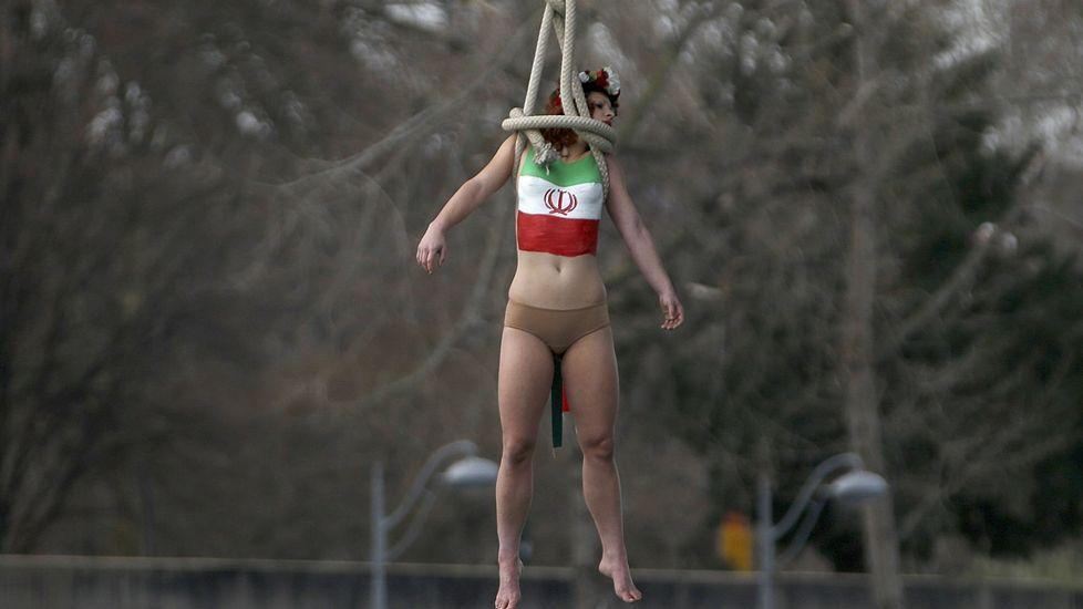La protesta de Femen en París.Acto en recuerdo de los británicos caídos en el conflicto