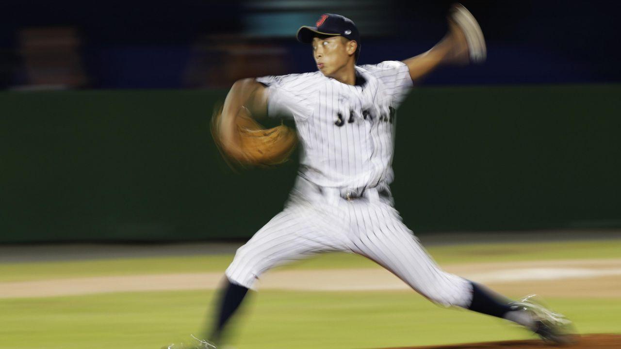 El jugador Shunya Honda de Japón realiza un lanzamiento hoy, domingo 12 de agosto de 2018, durante un juego entre Cuba y Japón del Mundial sub 15 de béisbol de la Confederación Mundial de Béisbol y Sóftbol (WBSC), en el estadio Rico Cedeño en Chitré (Panamá)