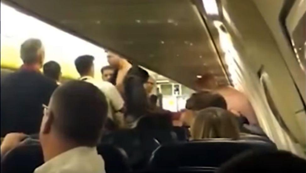A puñetazos en un vuelo de Ryanair.