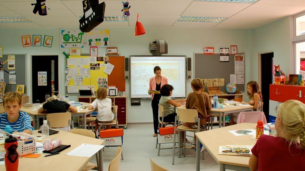 Unha clase na Hollandse School de Singapur
