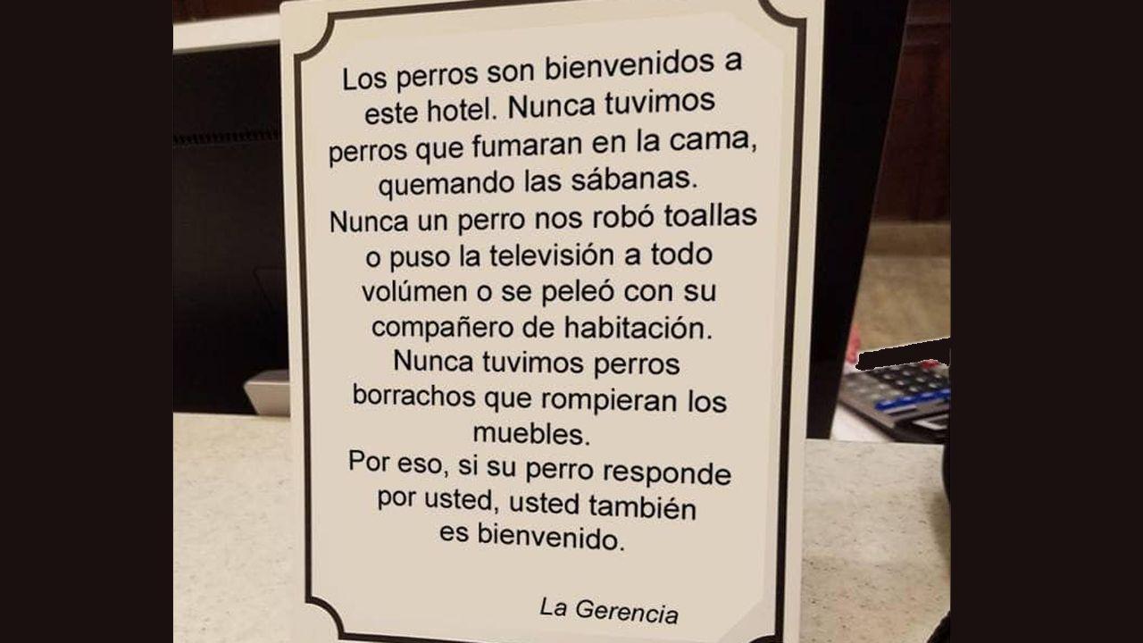 Unafamilia francesa que busca sus orígenes en Asturias.Cartel en favor del alojamiento de perros de los apartamentos Monterodiles