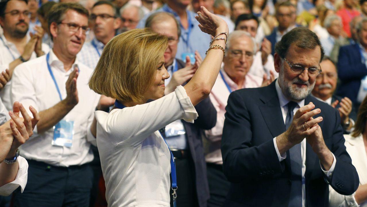 Sáenz de Santamaría reivindica su victoria en el congreso ante los afiliados.Pablo Casado y su mujer saludan al auditorio.