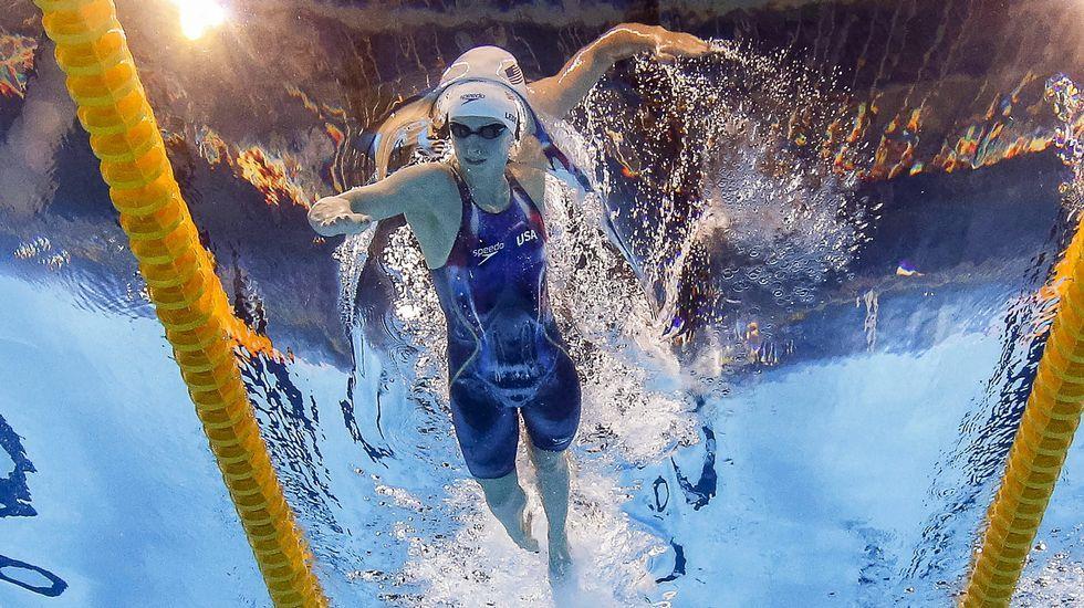 La estadounidense Katie Ledecky ha conquistado cinco medallas, cuatro oros y una plata, gracias a su versatilidad que le permite batir récords tanto en pruebas de fondo como de competir de tú a tú con las velocistas más rápidas del planeta