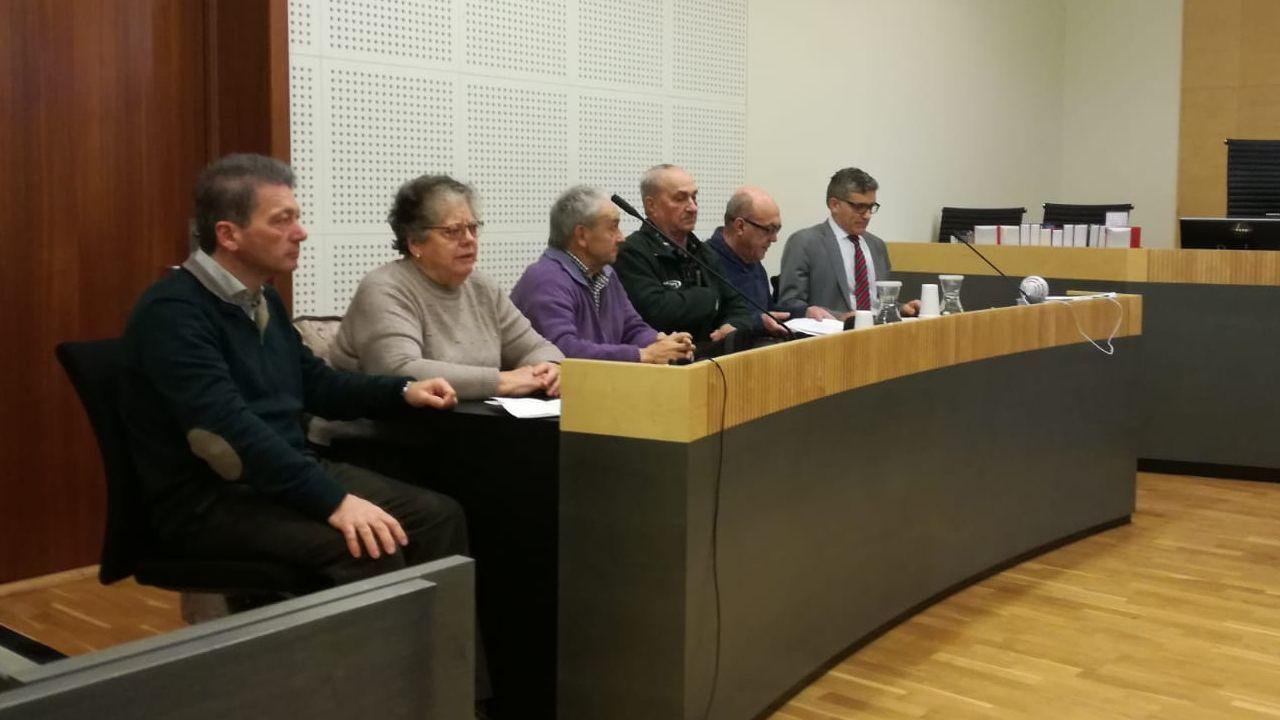 Surf en Asturias.El profesor Wenceslao Fernández dirige las jornadas