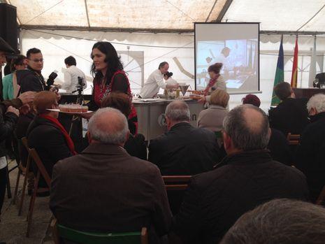 El público puede degustar las recetas que preparan los cocineros en San Cibrao
