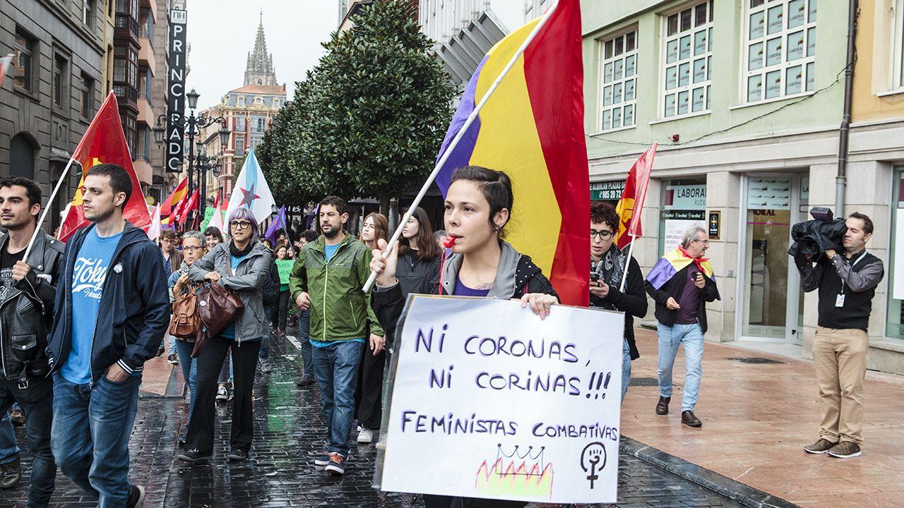 Manifestación en Oviedo contra los Premios Princesa.La princesa Leonor, a su llegada a los actos conmemorativos del primer Centenario de la Coronación de la Virgen de Covadonga