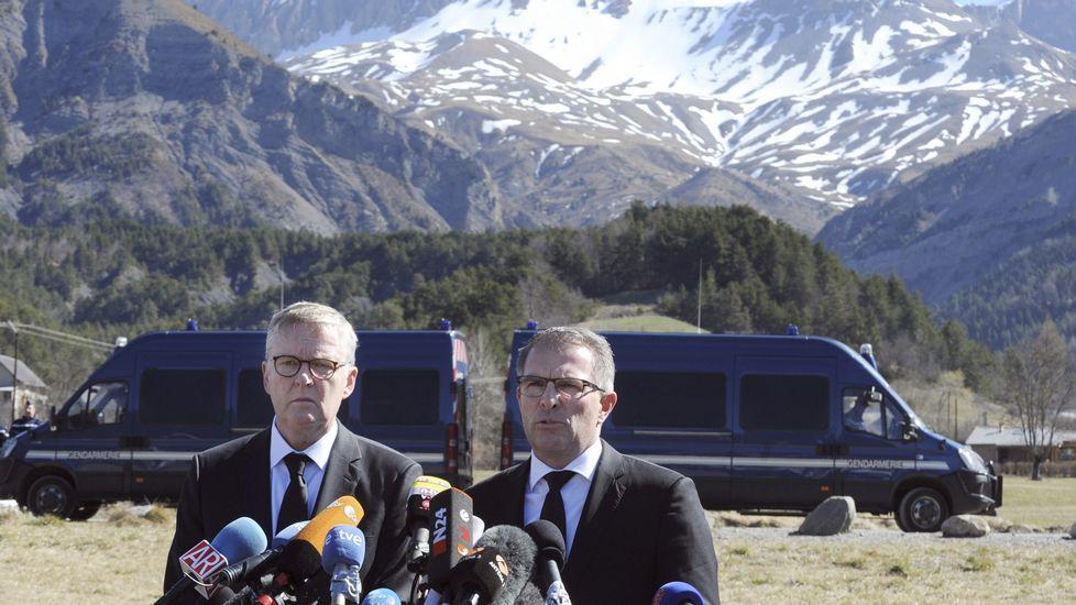 El presidente de Lufthansa pide perdón en su visita la zona del accidente.El fiscal Brice Robin