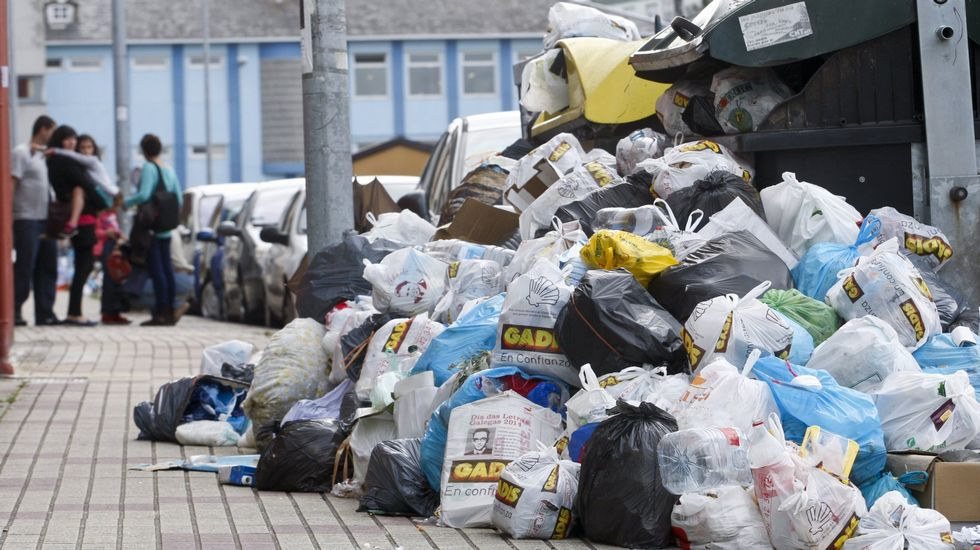 Basura acumulada durante la huelga de quince días de Urbaser en Lugo