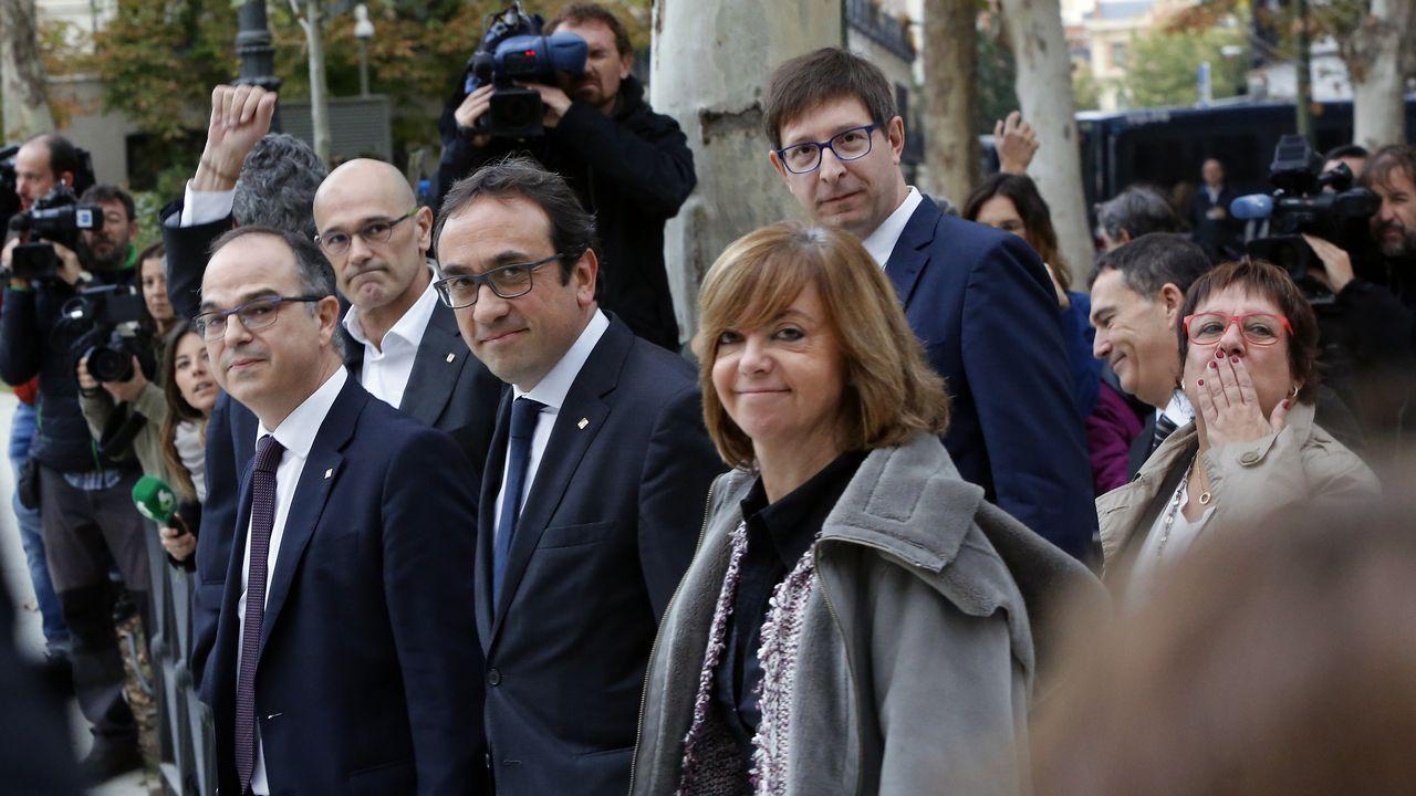 «TV3 es un arma de intoxicación masiva».Carles Puigdemont, Oriol Junqueras  y Raúl Romeva en un acto del Diplocat en Bélgica