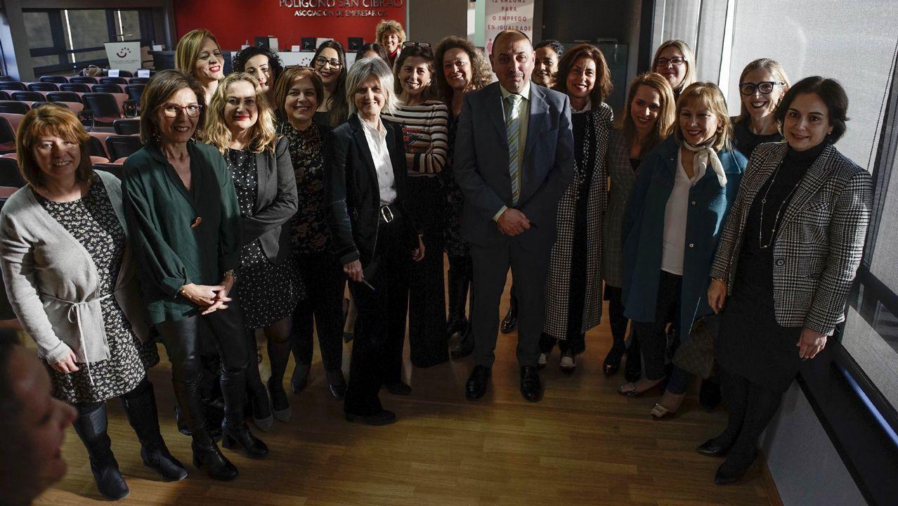 dia .Trabajadores de Alcoa y de la térmica del Narcea, entre otras empresas, recibieron con una protesta a Pedro Sánchez en Gijón