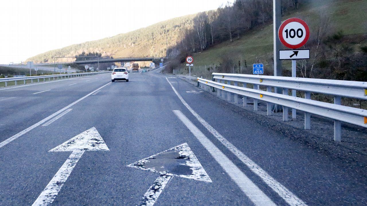 Mal estado del firme en un tramo entre Baralla y Becerreá