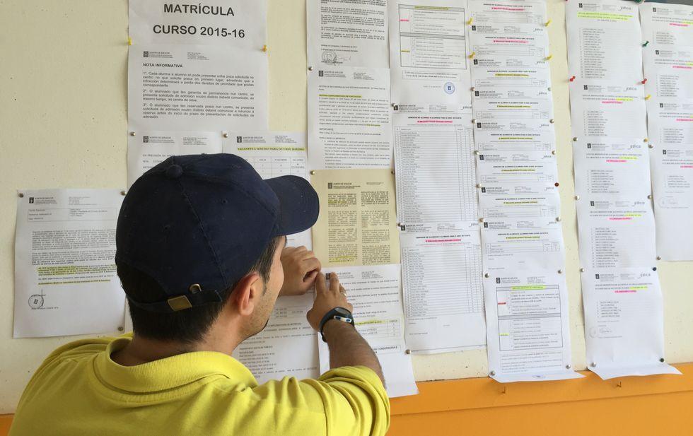Listados de los alumnos admitidos en el Valle Inclán y en el nuevo colegio de Nós.